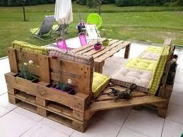 canapé de jardin en palette coussin salon de jardin palette beautiful salon jardin recyclage