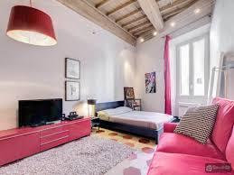 Extravagante Schlafzimmerm El Farbenfrohe Moderne Ferienwohnung Im Herzen Des Antiken Roms