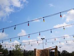 outdoor lights string with suspensor