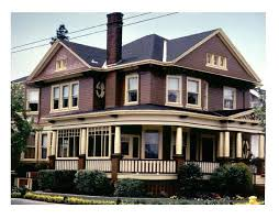 typical features victorian era homes houses how to recognize