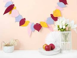 fall leaf garland diy for thanksgiving includes