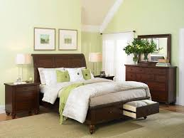 Bedroom Without Dresser by Green Accents Tie In The Wall Color Without Making The Color