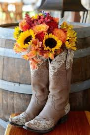 Western Style Centerpieces by Best 25 Rustic Barn Decor Ideas Only On Pinterest Barn Weddings