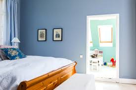 Schlafzimmer Blau Sand Hellblau Wandfarbe Kühl Auf Moderne Deko Ideen Auch Schlafzimmer