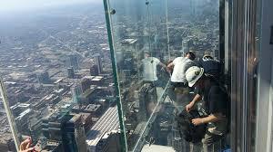 willis tower chicago coating on willis tower skydeck s ledge cracks under tourists