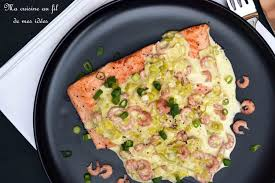 cuisiner un filet de saumon recette de filet de saumon et sa fondue de poireaux au curry et