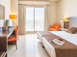 chambre d hotel 4 personnes hôtel hôtel bahía calpe chambre climatisée et vue mer