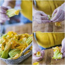 fiori di zucca fritti in pastella fiori di zucca in pastella fritti la ricetta di peronaci