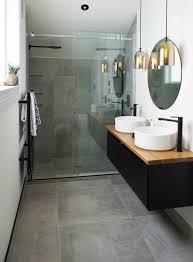 si e pour baignoire adulte salle de bain contemporaine avec vasques blanches et miroir rond