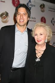everybody loves raymond u0027 star doris roberts dies aged 90