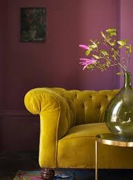 canapé chesterfield violet le canapé capitonné en 40 photos pleines d idées