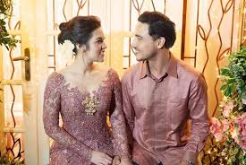 wedding dress raisa raisa hamish to sundanese wedding reception entertainment