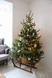 this is a great way to showcase a smaller tree decorating ideas