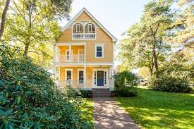 Bernie Sanders New House Pictures Five Cute Yellow Houses In The Suburbs To See This Weekend