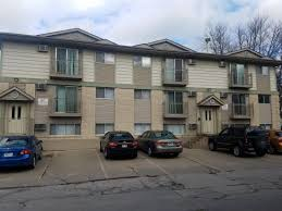 3 bedroom apartments in iowa city 521 523 n linn st iowa city rent college pads