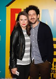 scandal star katie lowes and husband expecting first child daily