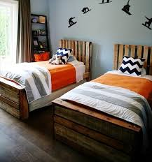 Make Wood Platform Bed by Wooden Pallet Platform Bed For New Bedroom 101 Pallets