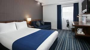 Family Room Accommodation  Stars Hotel Holiday Inn Express Belfast - Holiday inn family room
