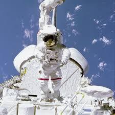 space shuttle astronaut nasa astronaut bruce mccandless walking above space shuttle