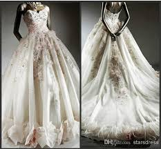 chapel wedding dresses 75 best wedding dress flowers images on wedding