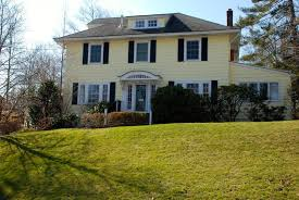 spacious 4 bedroom center hall colonial in desirable jefferson