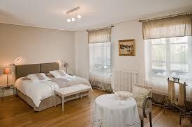 chambre chocolat et blanc nuit deco coucher des idee chambre marron en beige promo bois