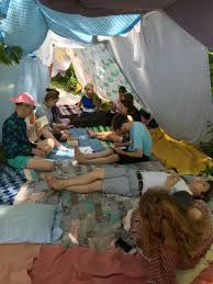 How To Build A Tent by Crazy Dames Crazy Dames Blog How To Build A Blanket Fort In Pec