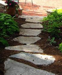 Flagstone Ideas For A Backyard Flagstone Step Walkway Through Mulch Bed Rubber Steps Are A Good
