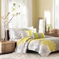 chambre gris et jaune deco chambre jaune et blanc idées de décoration capreol us