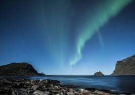 best month for northern lights iceland best month to see the northern lights in iceland i rove
