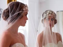 Sorry Double Post! :  wedding dress veil Images?q=tbn:ANd9GcTROXnrMG3l3J9f0Br5re7M894 OA7a8Un8tJty7j83KQ0U1F9a7Q