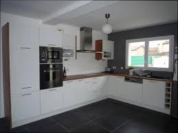 idee cuisine design carrelage sol cuisine blanc brillant pour idees de deco blanche gris