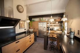 cuisine bois plan de travail noir plan de travail pour cuisine meuble bois copyright