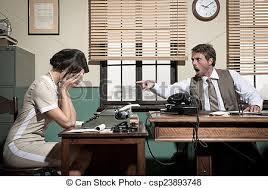 sous le bureau de la secretaire discuter secrétaire bureau patron secrétaire photo de