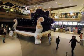 Biggest Chair In The World Giant Chair In Shanghai Dwarfs Shoppers Business Chinadaily Com Cn