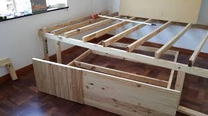 costruire letto giapponese costruire un letto un letto realizzato con i mobili da cucina