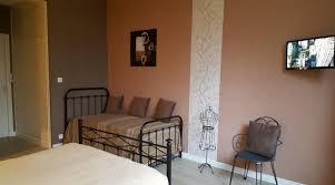 combintarion murale gris et violet uni peinture blanc foncé banc