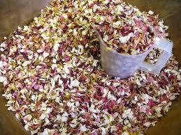 Real Flower Petal Confetti - the confetti blog super summery sunshine wedding confetti