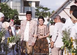 wedding dress di bali pernikahan alma dan alda di villa phalosa bali outdoor wedding
