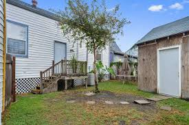Building A Mother In Law Suite This 7th Ward Cottage Placed On An Oversized Lot Asks 375k