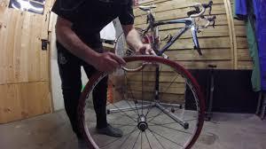 comment changer chambre à air vélo comment changer un pneu de vélo de route