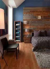 chambre en bois une chambre avec mur en bois de grange déconome