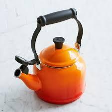 sur la table tea kettle le creuset demi teakettle sur la table