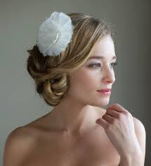 hairstyles low bun with