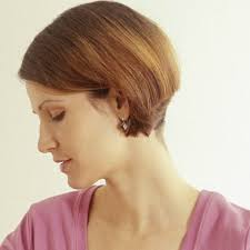 hair cut with a defined point in the back why you should just say no to the mom bob haircut allure