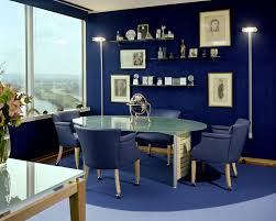 deligtful office interior decor with modern cubical office table