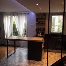 cuisine avec carreaux de ciment carreaux de ciment habillez le sol les murs et la crédence de