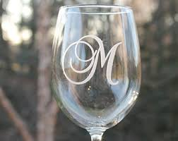 wine glass with initials of the wedding wine glasses of the