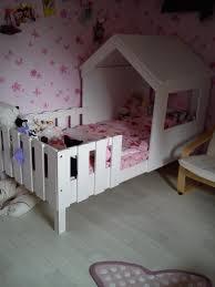 cabane fille chambre le lit cabane swam dans une chambre de fille lit