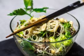 15min asian rice noodle salad 15min asiatischer reisnudel salat